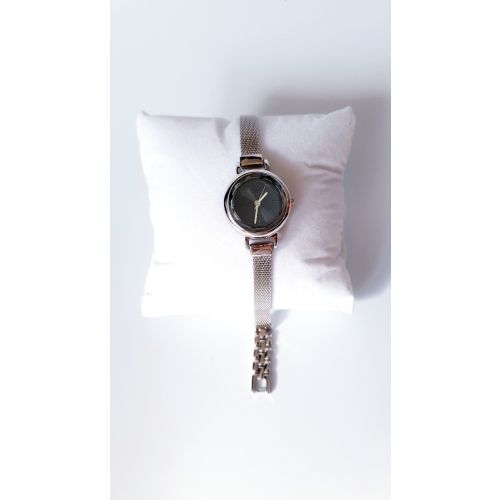 Ceas din argint cu bratara fixa si cadran rotund