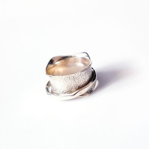 Inel din argint lat cu verigheta subtire mobila