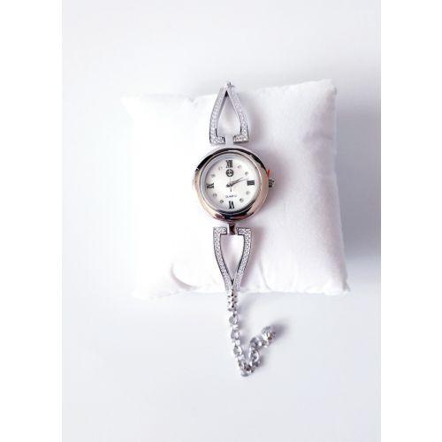 Ceas din argint cu bratara reglabila si cadran rotund.