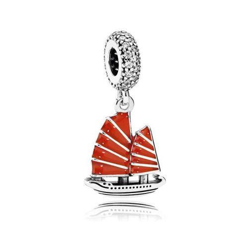 Talisman din argint barca cu panze rosii